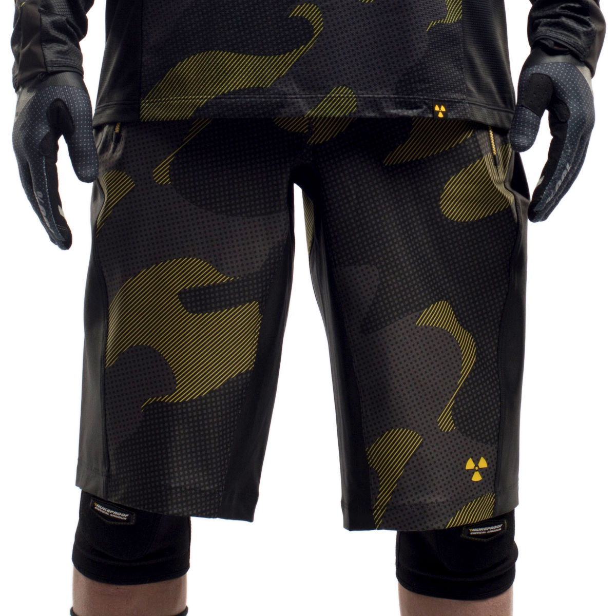 Short Nukeproof Kashmir Camo - Medium Noir/Jaune Shorts amples