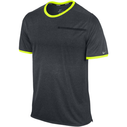 Nike - Relay Graphic Tシャツ