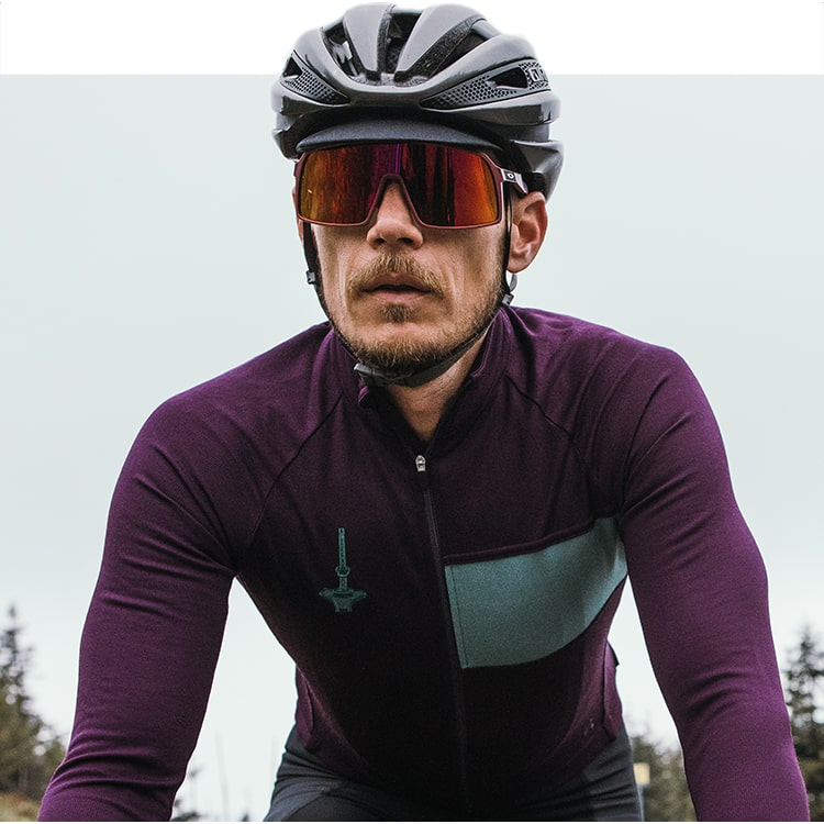 Guy out cycling in Isadore Autumn Winter kit