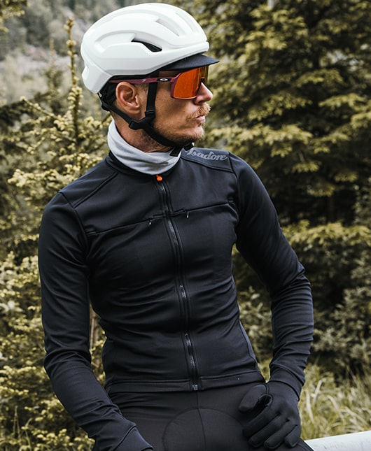 Guy sat in black Isadore merino cycle clothing