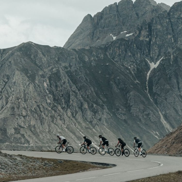 Group of cyclist out riding in the mountains using Hutchinson tyres