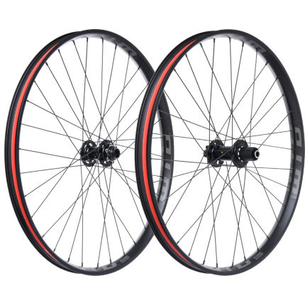 Nukeproof Horizon on KOM Tough i35 Wheelset